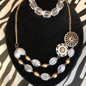 Jewelry - Flowers & stone necklace w/ clear bead bracelet